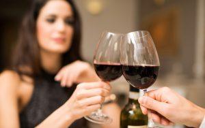 Come-tenere-un-bicchiere-di-vino