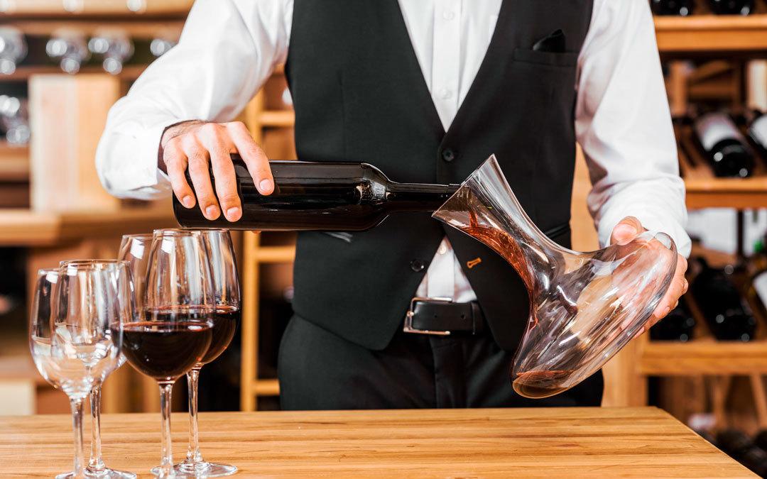 Come versare il vino nel decanter
