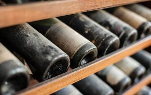 Come tenere le bottiglie di vino in cantina