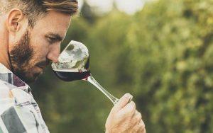 Come si chiama chi fa il vino?
