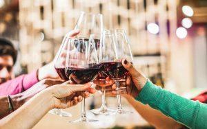 Qual è il vino rosso ideale per un aperitivo?