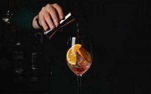 Come preparare un aperitivo con vino rosso