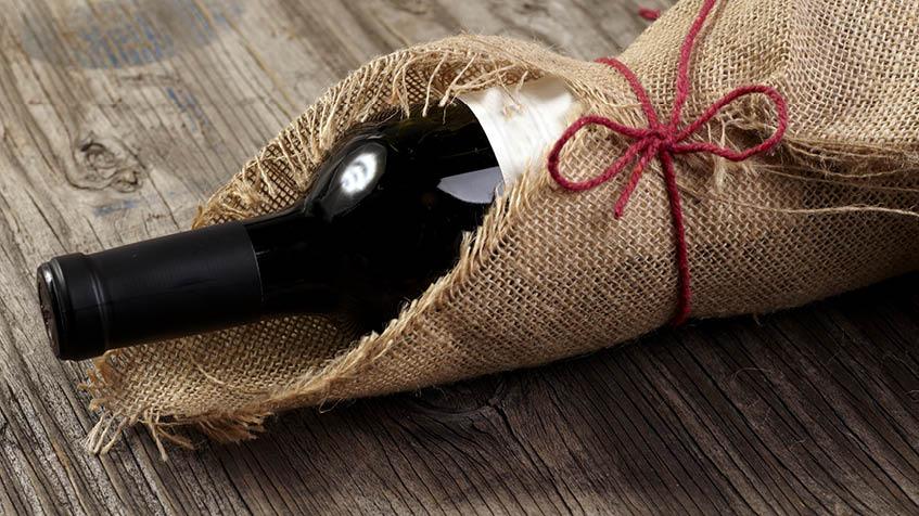 Come incartare una bottiglia di vino