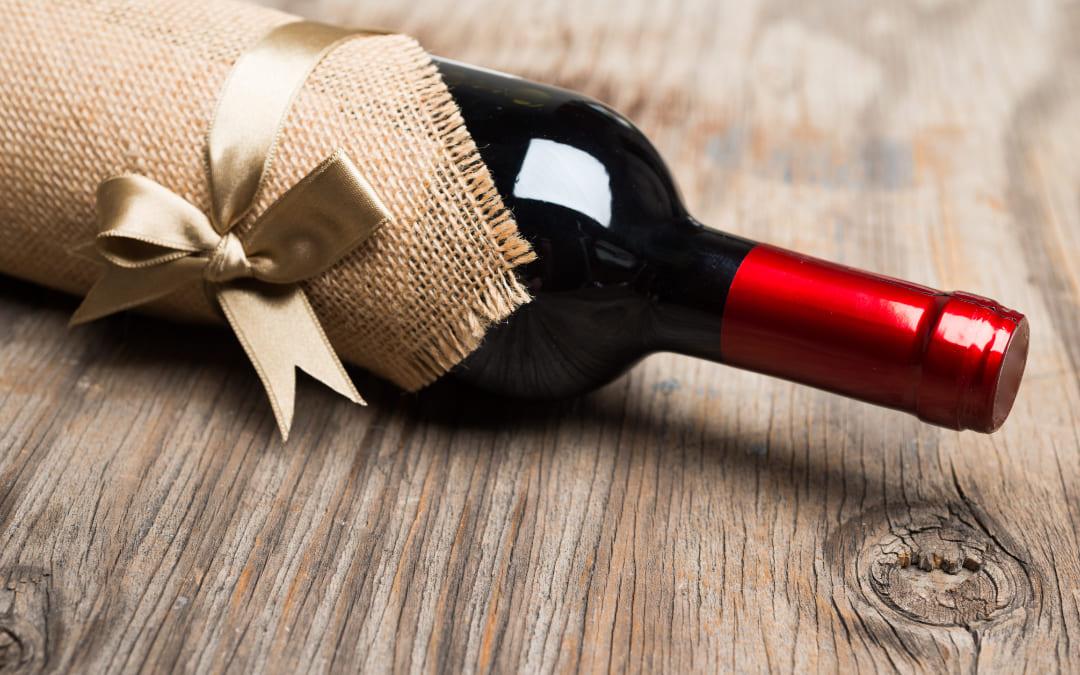 Come si regala una bottiglia di vino?