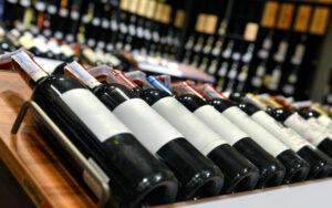 come staccare etichette bottiglie vino